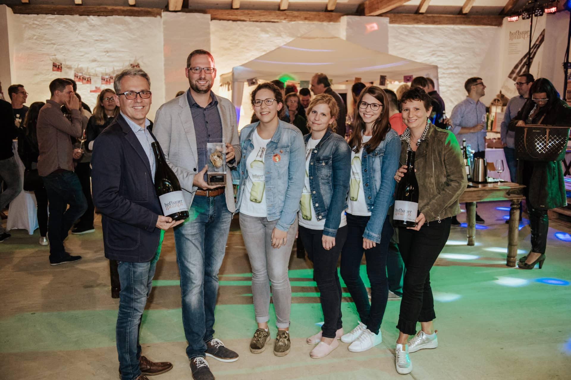 Gruppenfoto Hofbauer-Schmidt mit Auszeichnung